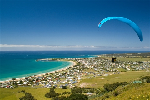 Paragliding-over-Apollo-Bay