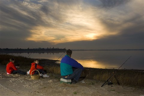 Family fishing on Lake Colac