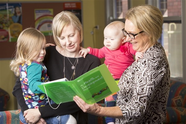 Maternal-and-Child-Health-nurse-talking-with-mum-about-green-booklet